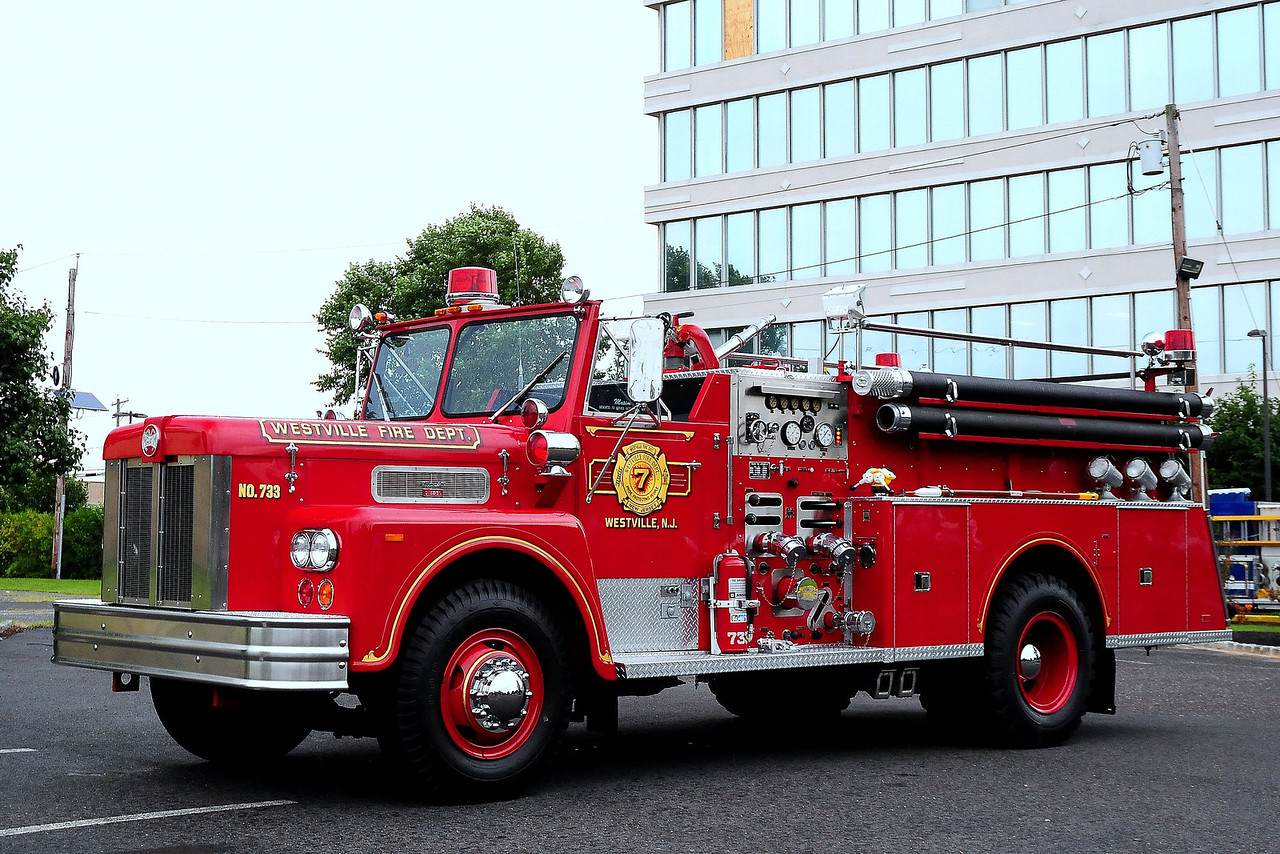 Westville Fire Dept , Westville, NJ Engine 733 1976 Maxim 1000/ 500  #3375