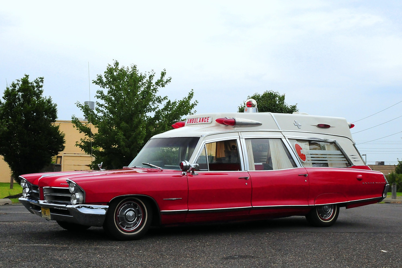 Rich Litton's Ambulance – 1965 Pontiac Bonneville