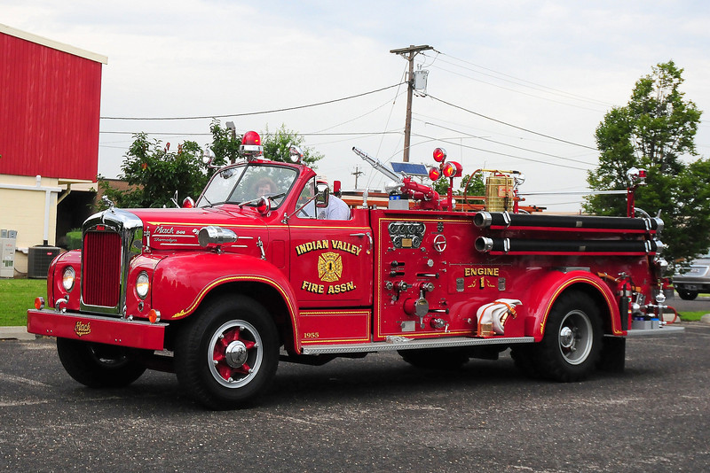 Indain Valley  Fire  Assoc,  Columbia, PA  1955 Mack B85F  750/ 500  B85F1106