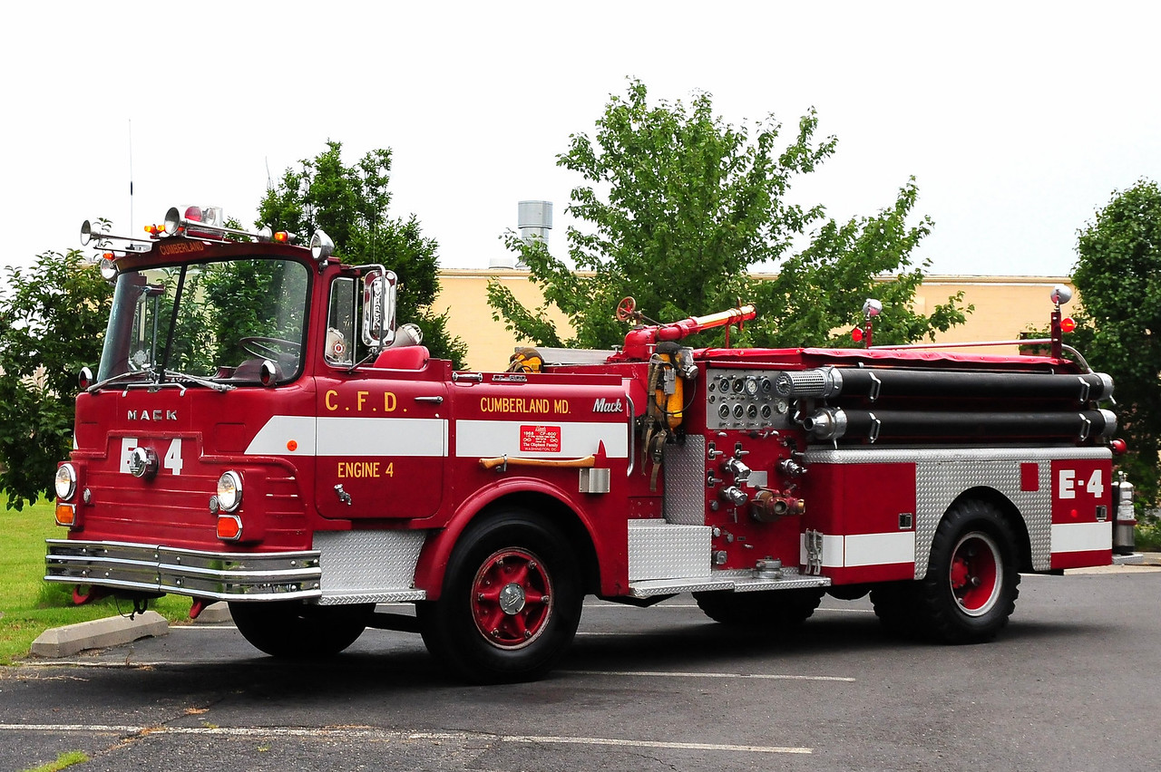 Cumberland Fire  Dept,  Cumberland, MD    Engine  4  1968 Mack CF 1250/ 500  CF611F12-1017
