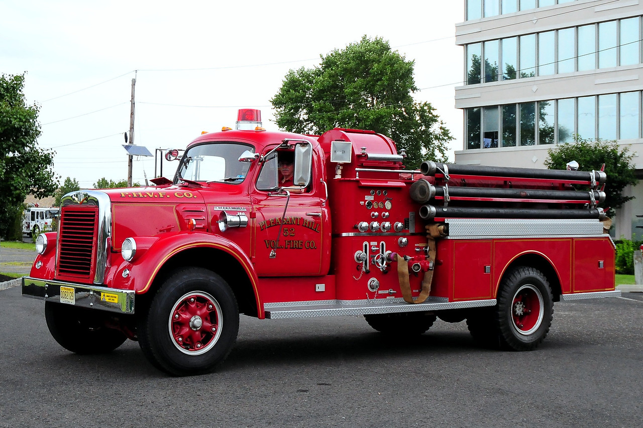 Pleasant Hill Vol  Fire  Co Hanover, PA 1960 International 190/John Bean 750gpm