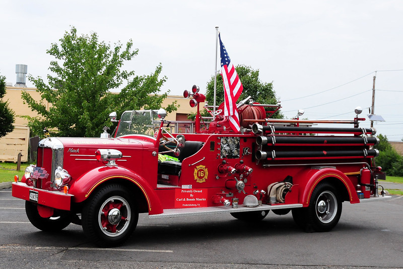 Bureau of  Fire , Richmond, VA   Engine  16  1952 Mack 75A   750/ 200 #75A1026