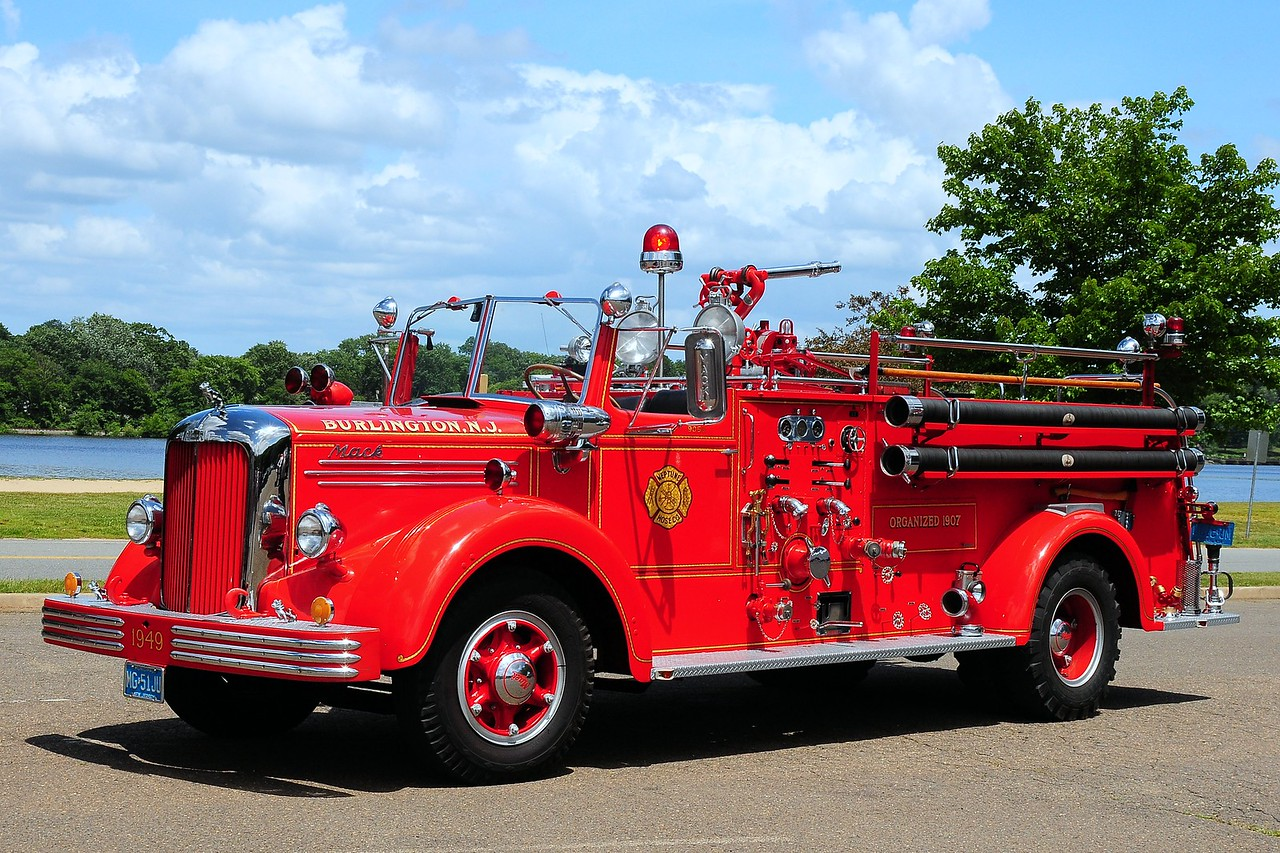 Neptune  Hose  Co  Burlington  1949  Mack  L  750 / 500