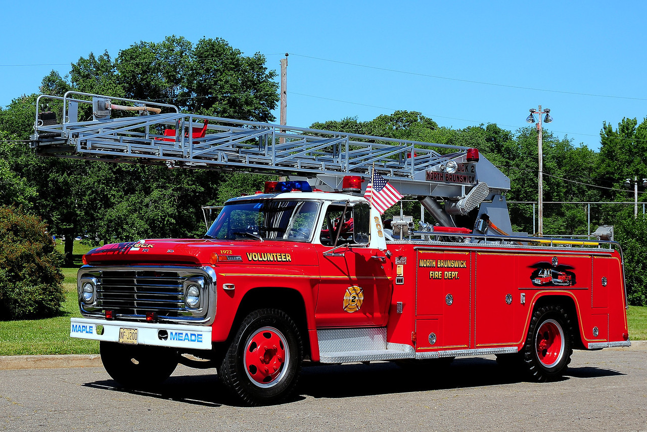 Maple  Meade  Fire  Co # 2  North Brunswick,   1972  Fpord  F-500 / Chenefko  Body /  Sponco  Aerial  50 Ft