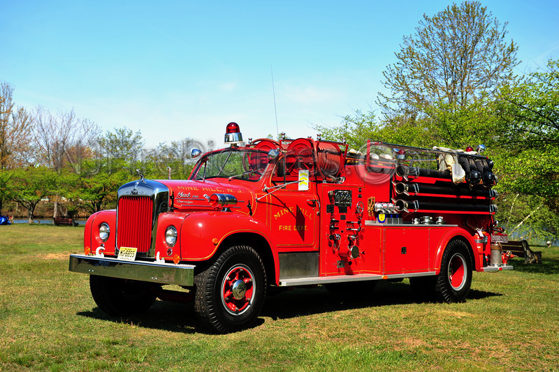 MINE HILL, NJ - 1954 MACK B MODEL 1000/1000 OWNED BY MINE HILL FIRE DEPT.