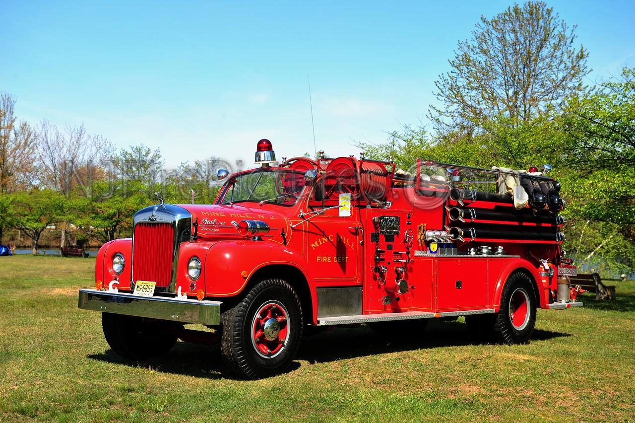 MINE HILL, NJ - 1954 MACK B MODEL 1000/1000 OWNED BY MINE HILL FIRE DEPT.