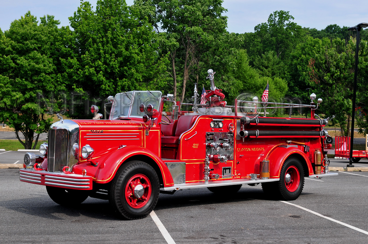 CLIFTON HEIGHTS, PA - 1948 MACK L MODEL 750/300