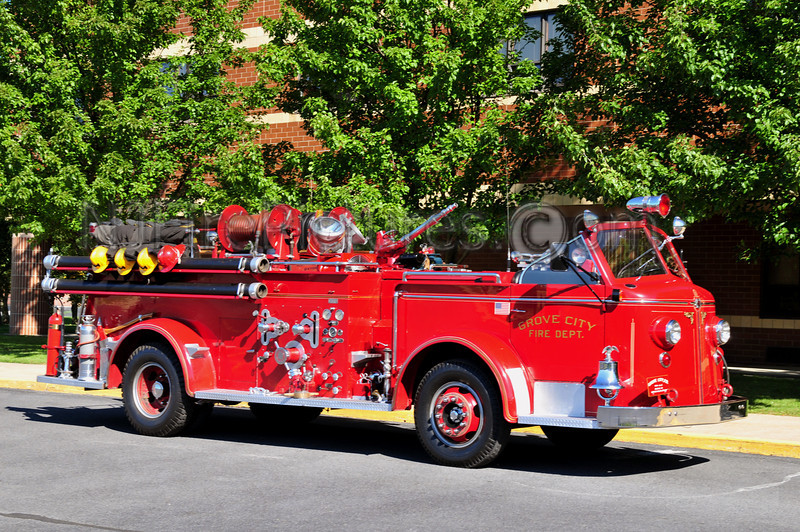 GROVE CITY, PA - 1949 AMERICAN LAFRANCE 500/300 OWNED BY BOB ZERCHER