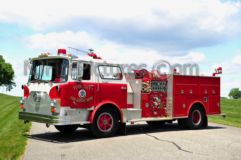 YORK CITY, PA - 1972 MACK CF600 1250/500 PRIVATELY OWNED BY THE STROUSE FAMILY OF YORK, PA