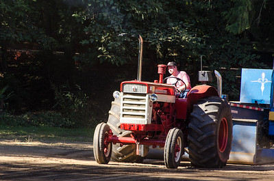 Threashing Bee 2012-114