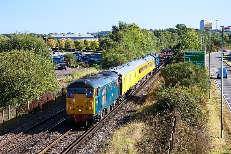 4th Oct 12:  1Q14 leaves Bracknell on it's way to Reading.  On the point is 31106 and 37419 brings up the tail
