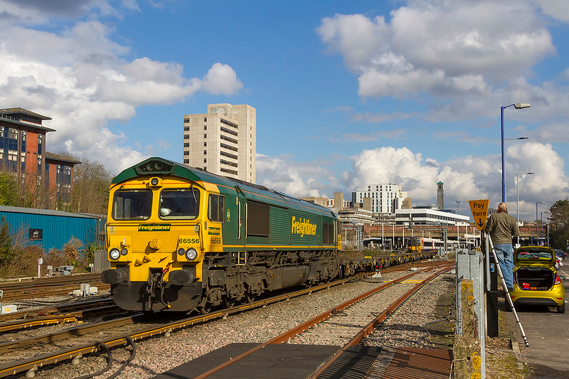 13th Mar 2018:  In a very welcome patch of sunshine 66556 runs through Southampton with 4O49 from Crewe Basford Hall to Southampton Maritime.  It was a shame that all the containers were at the back of the train.