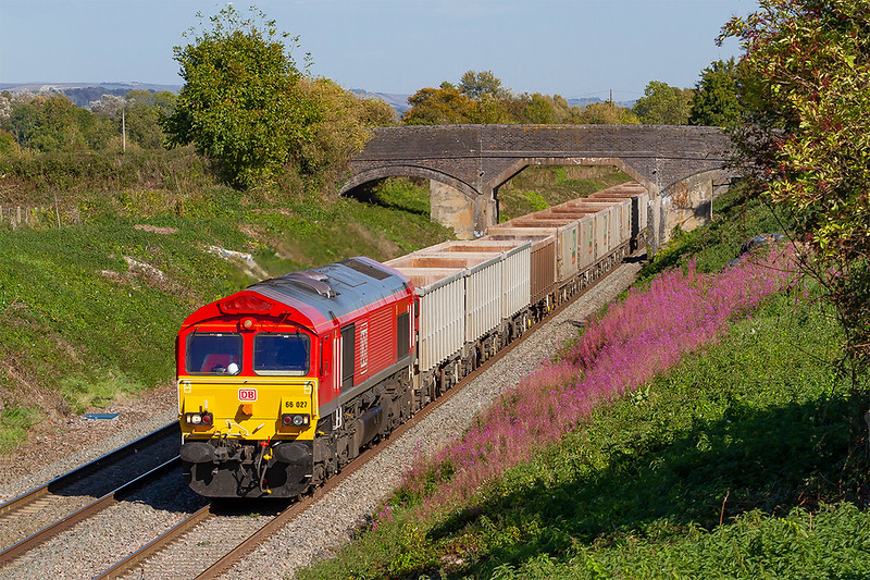 27th Sep 2018:   Rosebay Willowherb in full bloom in late September is not what I expected to see at Lambourn Lane in Edington,  Coming under the farm bridge is 66027 on the point of 6C58 from Oxford Banbury Road to Whatley