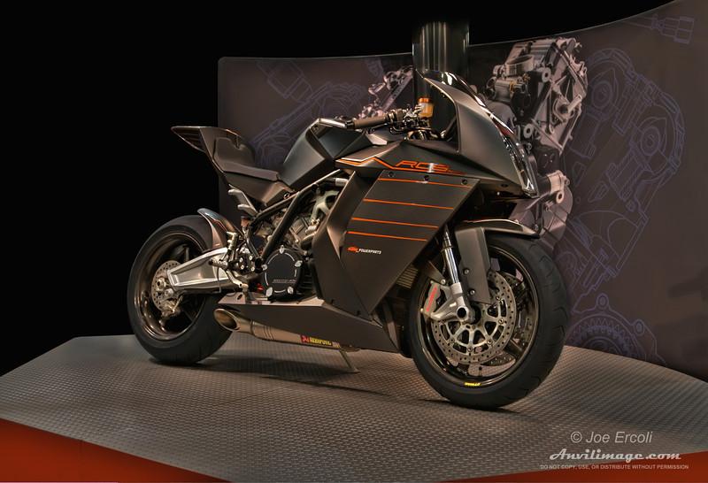 KTM RC8 in Carbon