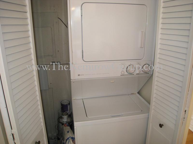 Top floor 2 bedroom 2 bathroom apartment in Lincoln Park neighborhood - 2142 N Racine #3 photos