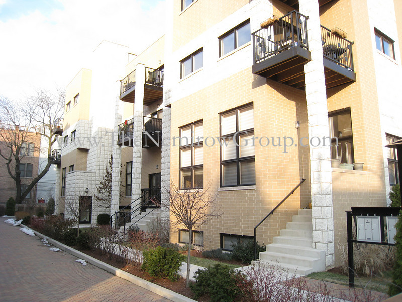 Wicker Park 2-level duplex condo - 2144 W Schiller #B apartment photos