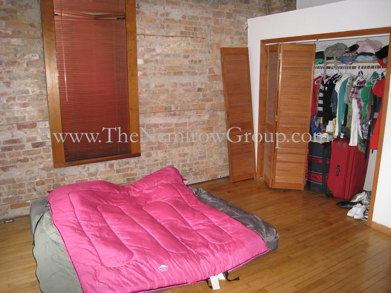 3 bed 2 bath duplex-up in Lincoln Park - 2156 N Racine #3 photos