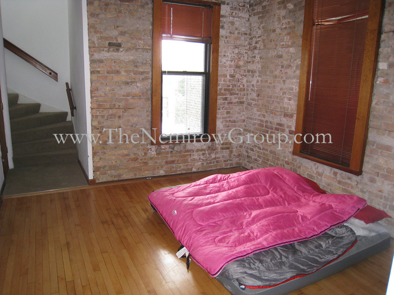 3 bed 2 bath duplex-up in Lincoln Park - 2156 N Racine #3 photos