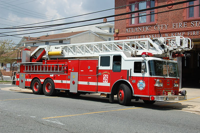 Atlantic City R-Ladder 26 1990 Seagrave 110' Photo by Chris Tompkins(2008)