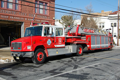 Atlantic City R-Ladder 23 1995 Freightliner - 1978 ALF 100' Photo by Chris Tompkins