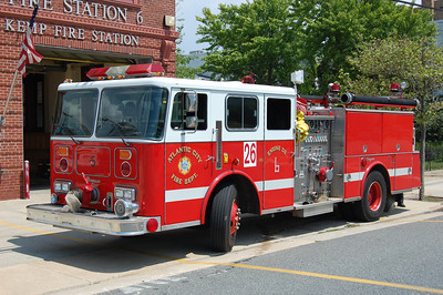 Atlantic City R-Engine 26 1990 Seagrave 500-1250 Photo by Chris Tompkins (2008)