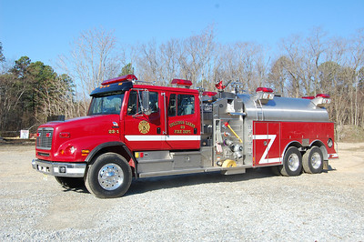 Collings Lakes Tanker 23-1 2001 Freightliner-S&S 1250-3000 Photo by Chris Tompkins