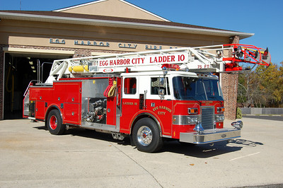 Egg Harbor City Ladder 10 1990 Pierce Lance 75' quint 400-1250gpm Photo by Chris Tompkins