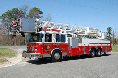 Newtonville Tower 12-6 1993 Spartan-LTI 85' 1250-300 EX- Brea,  Calif. Photo by Chris Tompkins