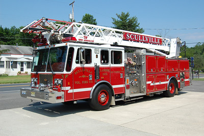 Scullville section of Egg Harbor Twp. Ladder 15-35 1998 KME 75' 1500-500. Photo by Chris Tompkins