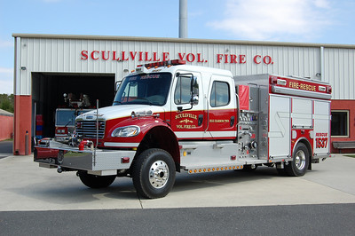 Scullville Fire Co. in Egg Harbor Twp. Rescue 1537, a 2005 Freightliner / American LaFrance 500 / 500 Rescue Pumper.  Photo by Chris Tompkins
