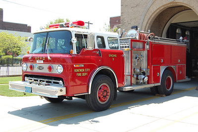 Ventnor City Engine 3 1987 Ford 8000 - E-One body 1000gpm 500tank Photo by Chris Tompkins