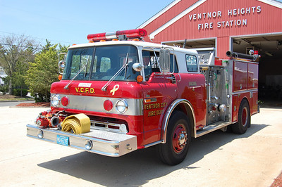 Ventnor City Engine 4 1990 Ford 8000 - Grumman body 1000 gpm 500tank Photo by Chris Tompkins