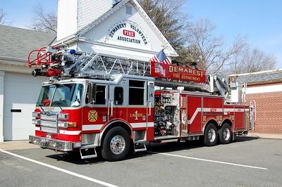 Demarest Ladder 1 2007 Pierce Dash 1500-400-105' Photo by Chris Tompkins