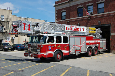 Englewood Truck1 2005 EOne Cyclone 2 100' Photo by Chris Tompkins