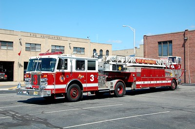 Hackensack Ladder 3 1992 Simon Duplex - LTI 500-200-105' TDA  EX Garfield  Photo by Chris Tompkins