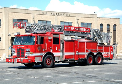 Hackensack Ladder 1 2015 Pierce Arrow XT 100' Rearmount  Photo by Chris Tompkins