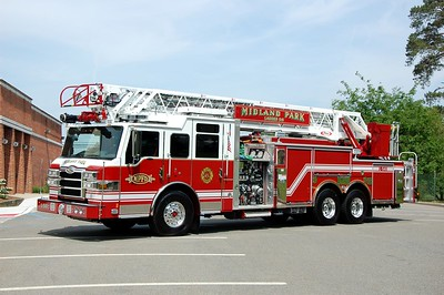 Midland Park Ladder 541 2015 Pierce Velocity 1500-500-105' Photo by Chris Tompkins