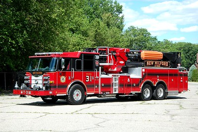 New Milford Tower 31 2020 Pierce Arrow XT 100'  Photo by Chris Tompkins