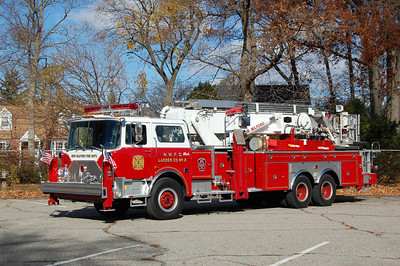 New Milford Tower 31 1988 Mack 75' Aerialscope Photo by Chris Tompkins