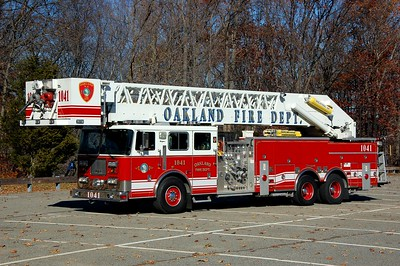 Oakland Tower 1041 2000 Seagrave 2000-300-105' Photo by Chris Tompkina