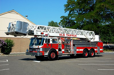 Old Tappan Tower 63 1985 Hahn-LTI 1500-400-100' Photo by Chris Tompkins