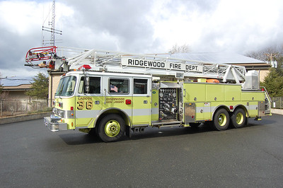 Ridgewood Ex Ladder 36 1991 Pierce Arrow 1500-250-105' Photo by Chris Tompkins