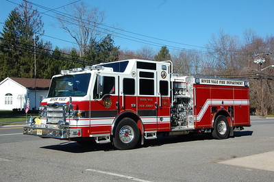 River Vale Engine 57 2016 Pierce Velocity 2000-850  Photo by Chris Tompkins