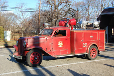Teaneck Antique Light Truck 1934 REO  Photo by Chris Tompkins