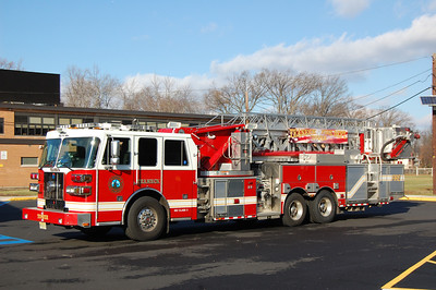 Teaneck Tower 1 2009 Sutphen 1750-0 100' Photo by Chris Tompkins