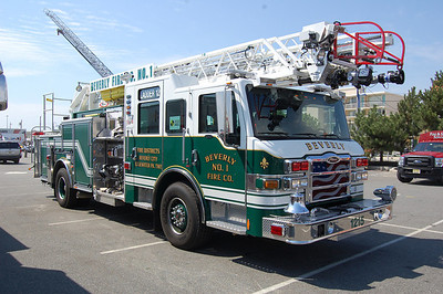 Beverly Ladder 121 2010 Pierce Impel 2000-400-75' Photo by Chris Tompkins