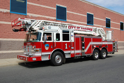 Camden Ladder 1 2009 Pierce Arrow XT 100' Photo by Chris Tompkins