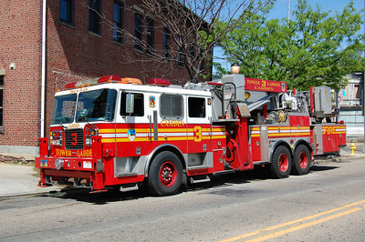 Camden Tower 3 2003 Seagrave 75' AerialCat Photo by Chris Tompkins