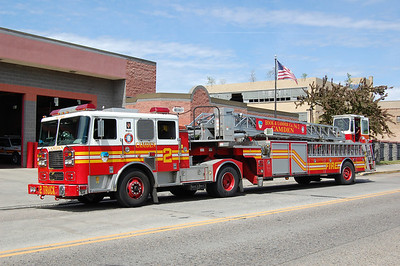 Camden Ladder 2 2002 Seagrave 100' Photo by Chris Tompkins