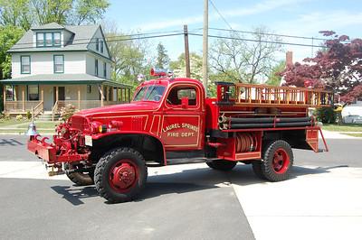 Laurel Springs Antique 6025 1942 Chevy - Oren 300-300 Photo by Chris Tompkins